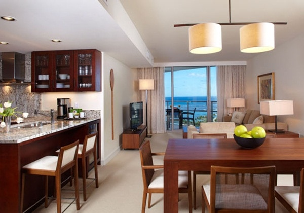 Premium1Bedroom+Den Ocean View Suite