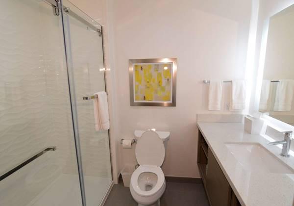 King Guest Bathroom