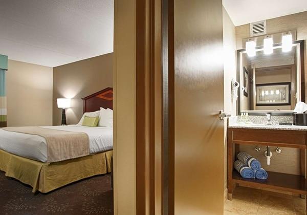 Guest room & Bathroom
