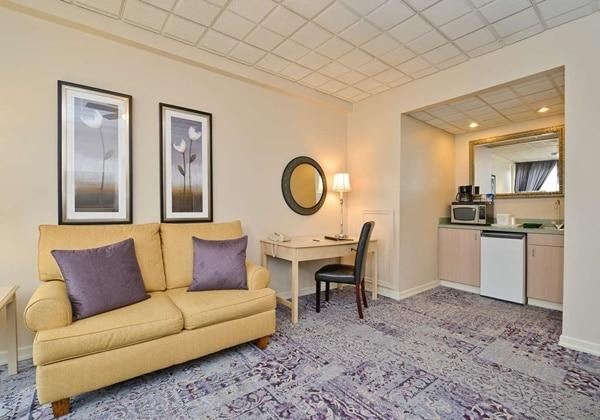 2 Room Suite 1 Bed Whirlpool Living