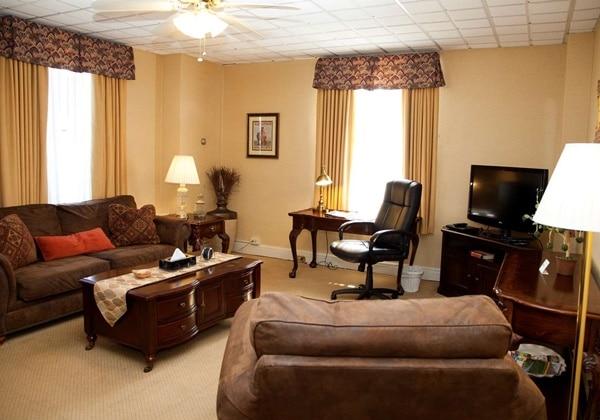3 Room Suite 2 beds Full Kitchen
