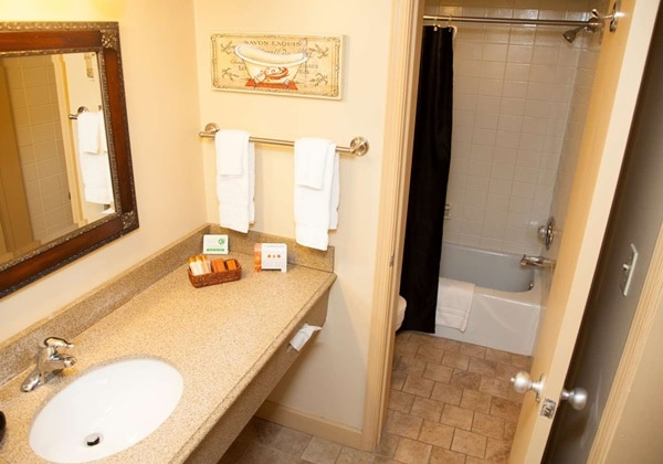 2 Doubles with Poolview Bathroom