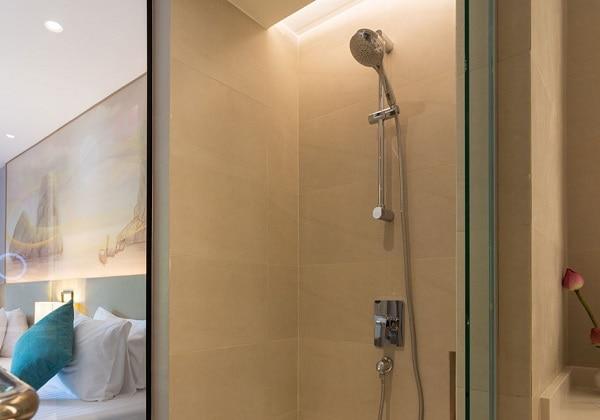 D Luxe Bathroom