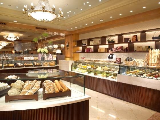 Deli & Bakery