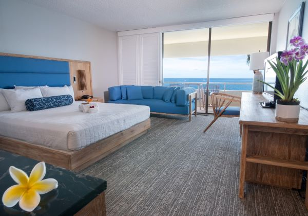 Ocenfront 1king bed interior