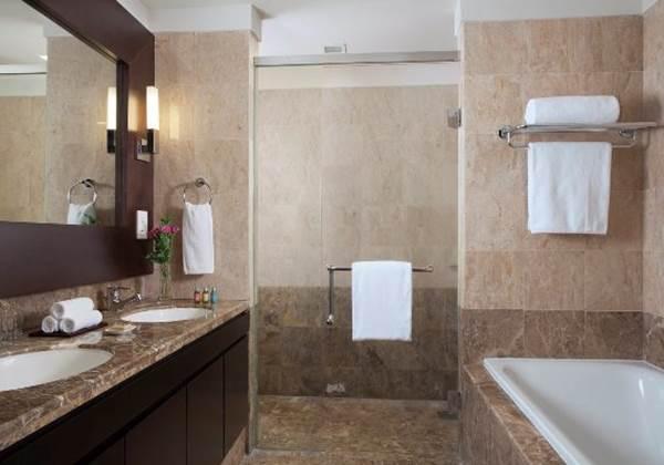 One Bedroom Deluxe Bathroom