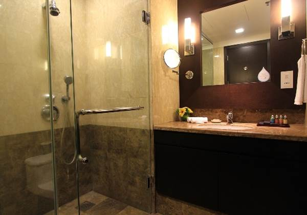 Three Bedroom Premier 3rd Bathroom