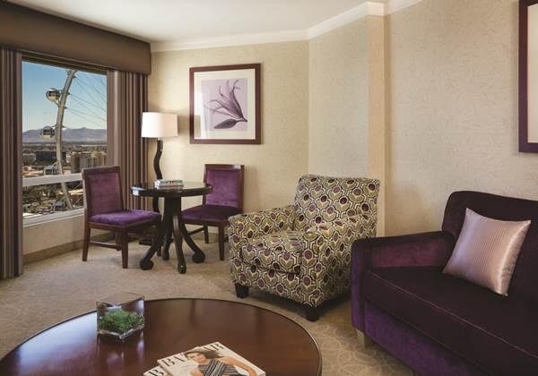 High Roller Suite Living
