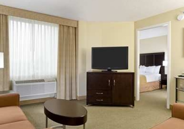 1 KING BED 2 ROOM SUITE-SOFABED-NONSMOKI