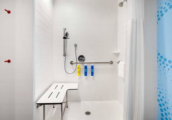 Accessible w/Roll in Shower