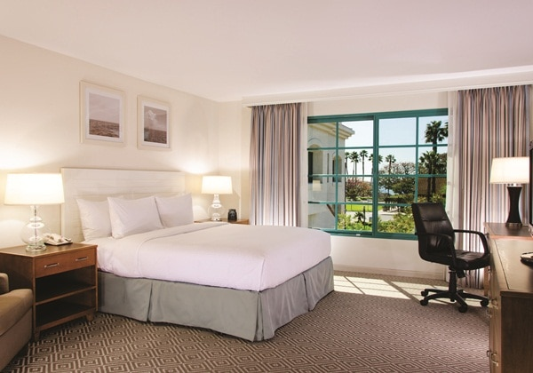 1 KING SUITE W/MARINA VIEW