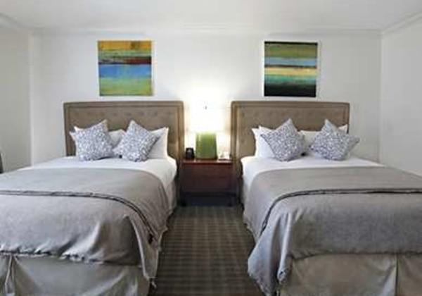 2 QUEEN BEDS-MARINA VIEW-NONSMOKING