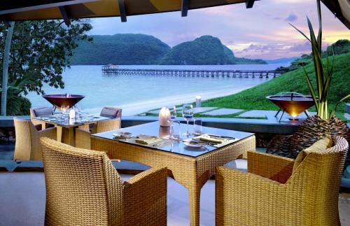 タイド レストラン - 素晴らしい海の眺めを楽しみながらの地中海料理