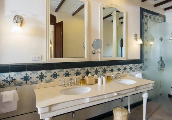 Mouhot Bathroom