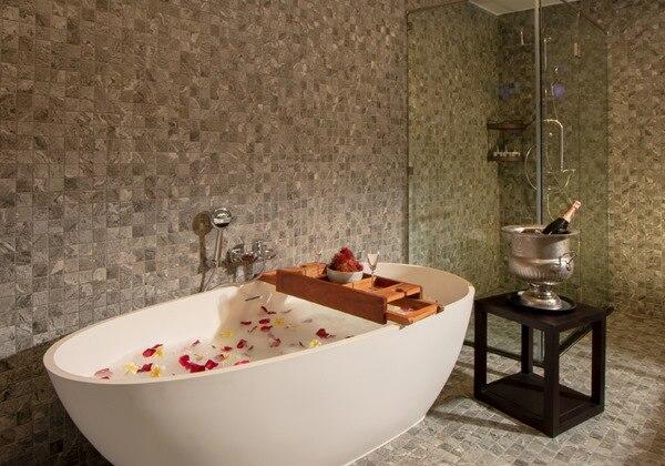 Souphattra Suite Bathroom