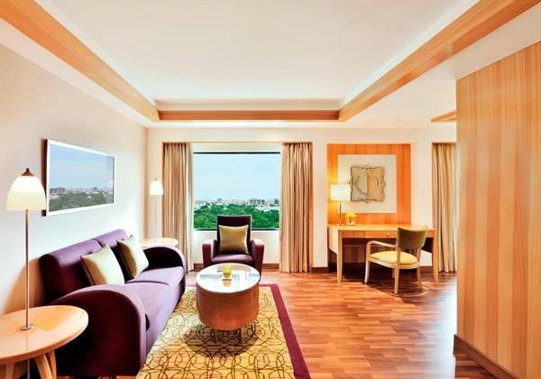 Executive Premium Guest Room - Living Ar