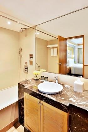 Executive Premium Guest Bathroom