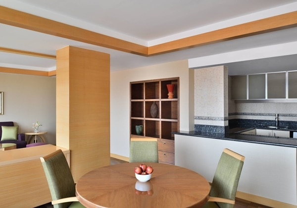4-Bay Apartment Dining Room