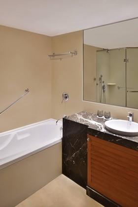 4-Bay Apartment Bathroom
