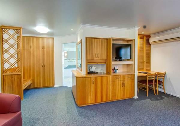 Executive Room with Spa Tub