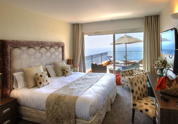Deluxe rooms with full sea view
