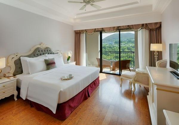 Deluxe King Bedroom Mountain View
