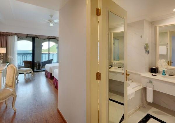 Deluxe Twin Bedroom Ocean View