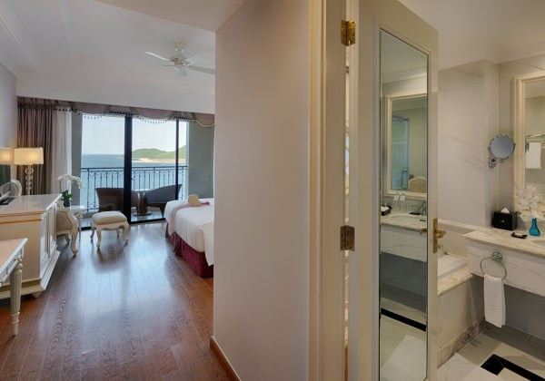 Deluxe King Bedroom Ocean View