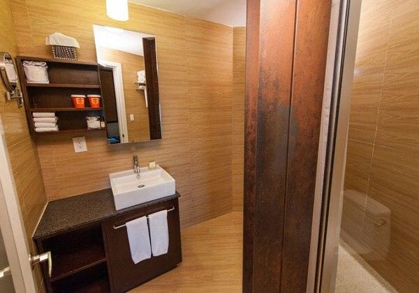 BATH ROOM / 洗面室