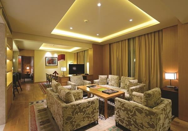KING PRESIDENTIAL SUITE W/LOUNGE ACCESS