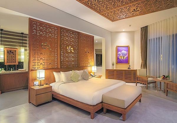 Luxury Villa Poolside