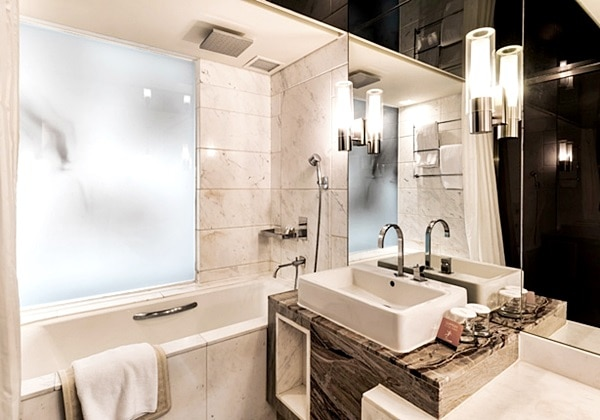 Club Deluxe Bathroom