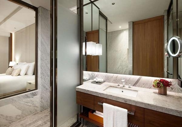 Executive Deluxe Bathroom ExecutiveTower
