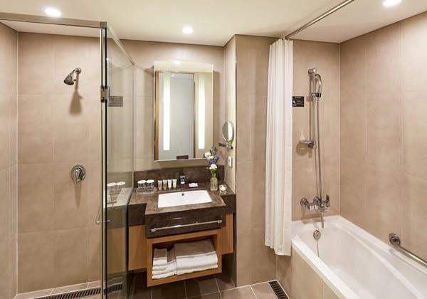 Premier Twin Bathroom