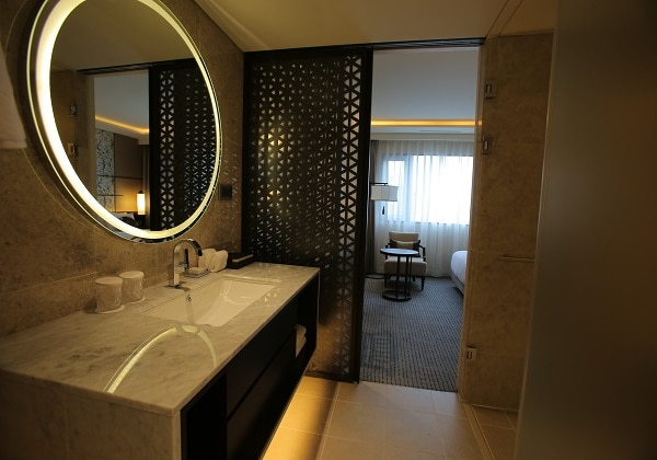 Premier Corner Suite 03