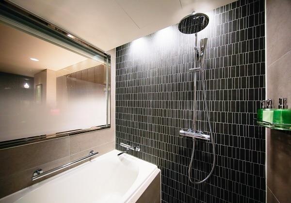 Corner Double Bath 01