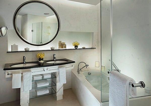 Grand Tower Executive Bathroom