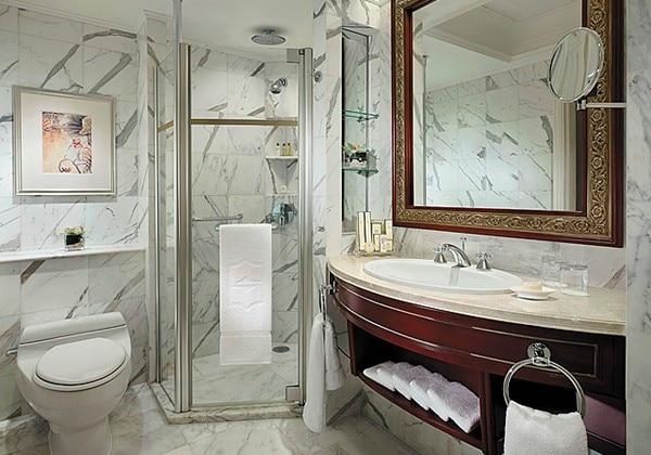 River Wing Deluxe Room Bathroom