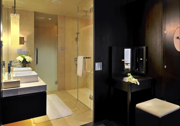 Club Grand Deluxe Room Bathroom