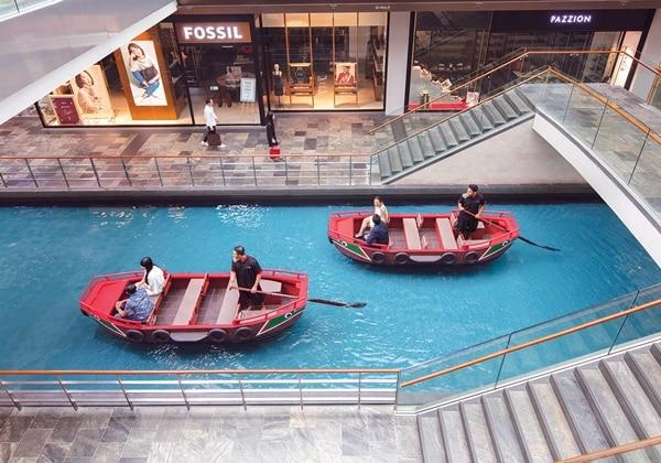 ショッピング ボート運河