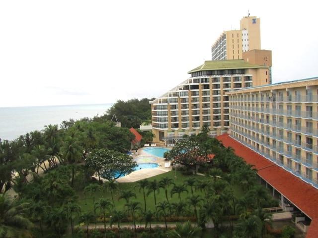 ホテル全景:手前から本館、クリスタル、タガタワーになります。