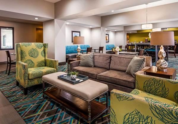 Lobby & Sitting area