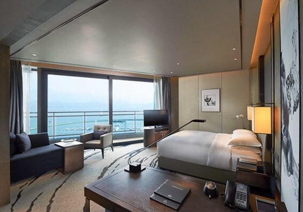 KING PREMIUM ROOM WITH BALCONY AND BAYVW