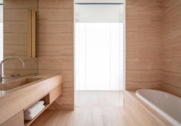 Executive Pool Side Guest Bathroom