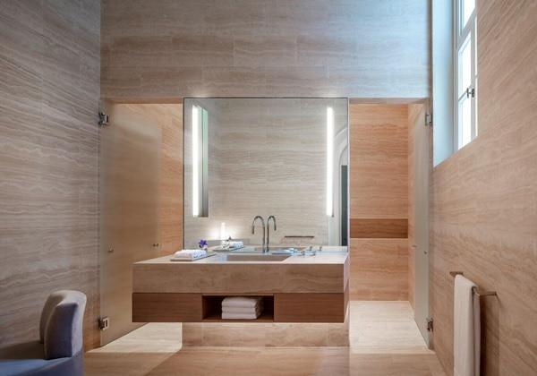 Deluxe Historic Building Guest Room Bath