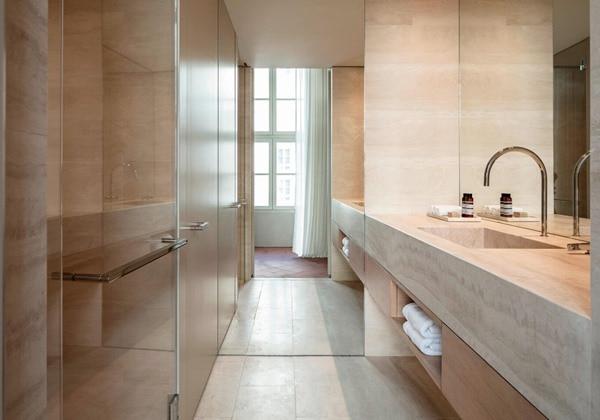 Executive Guest Bathroom