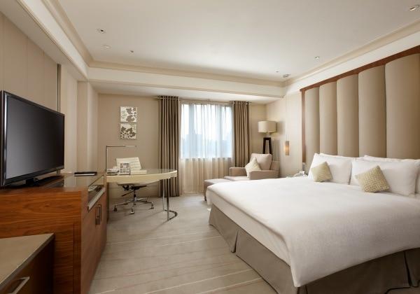 Premier King Room1