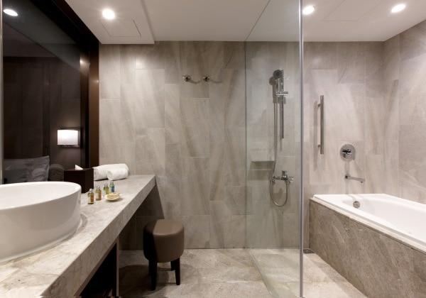 Premier Twin Bathroom2