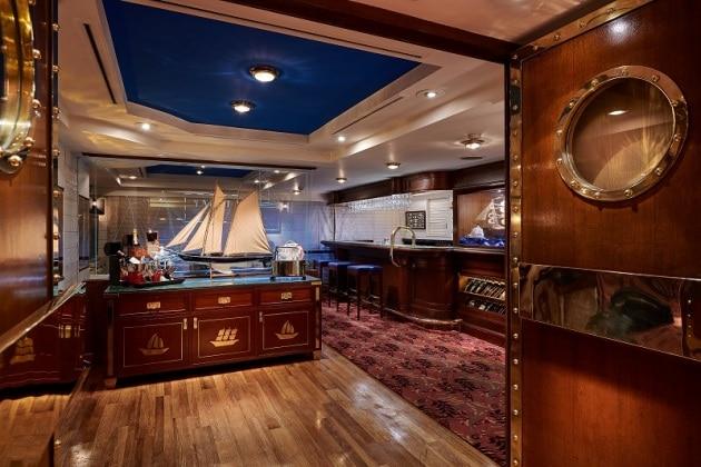 2F  Yacht Club