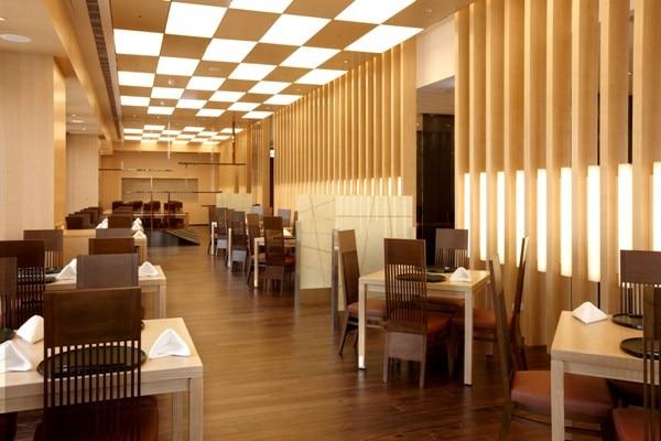 日本料理レストラン「山里」